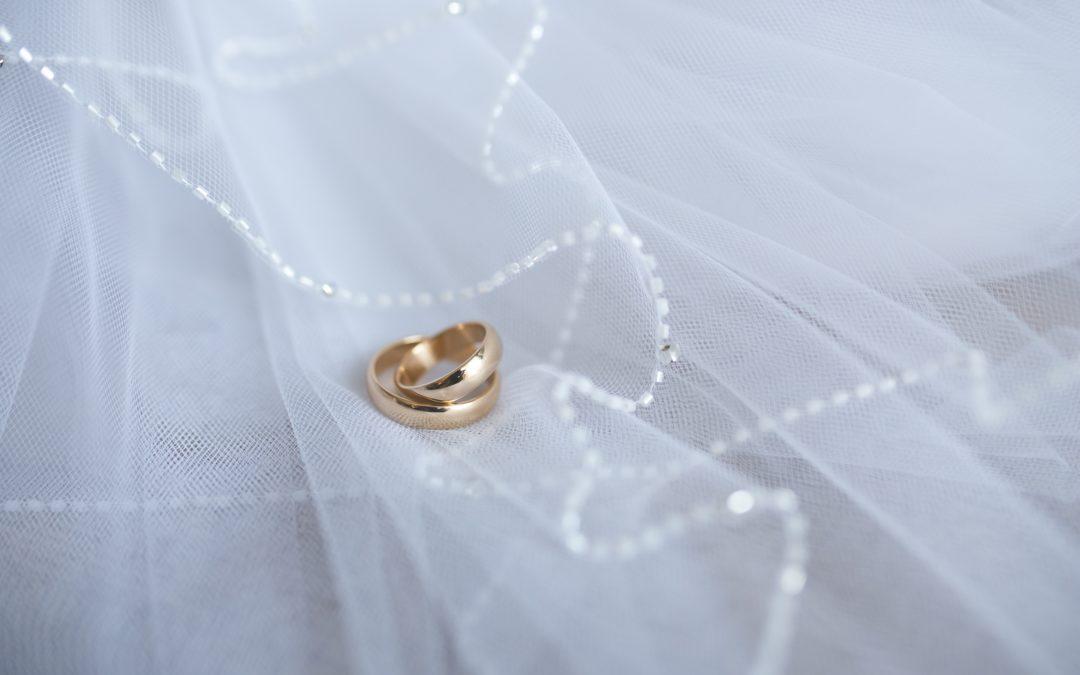 Verras elke dame met een gouden ring van Mostert Juweliers